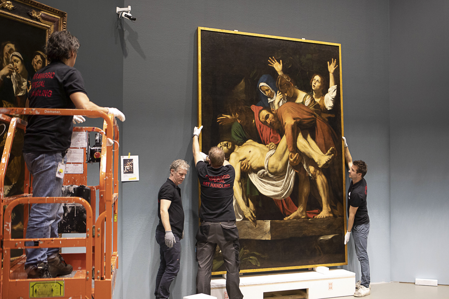 20181211-20181211-Schilderij-Caravaggio-pronkstuk-opgehangen-4
