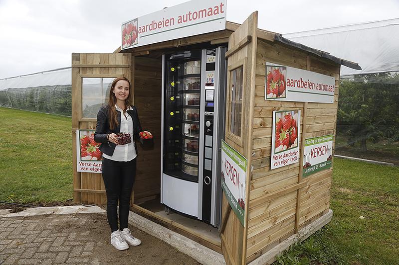 Aardbeien en kersen uit de fruitautomaat