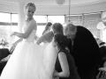 Genoeg hulp voor de bruid