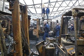 130131 Recherche aan het werk na zeer grote brand Cothen 3-border