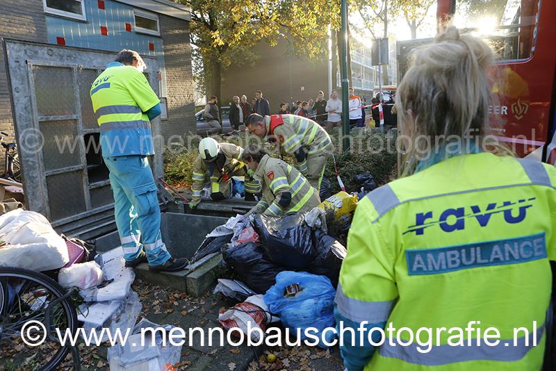 Hulpdiensten rukken uit voor kind in vuilcontainer